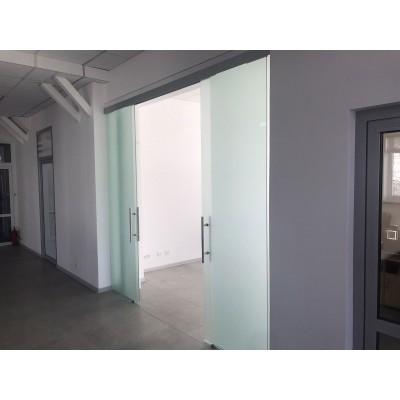 Стеклянные раздвижные межкомнатные двери