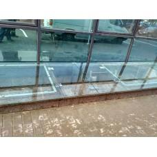 Приямок из стекла с открывающимися дверями